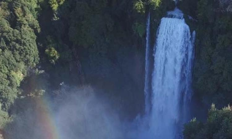 Turisti alla Cascata: dal 14 si potrà parcheggiare allo Staino